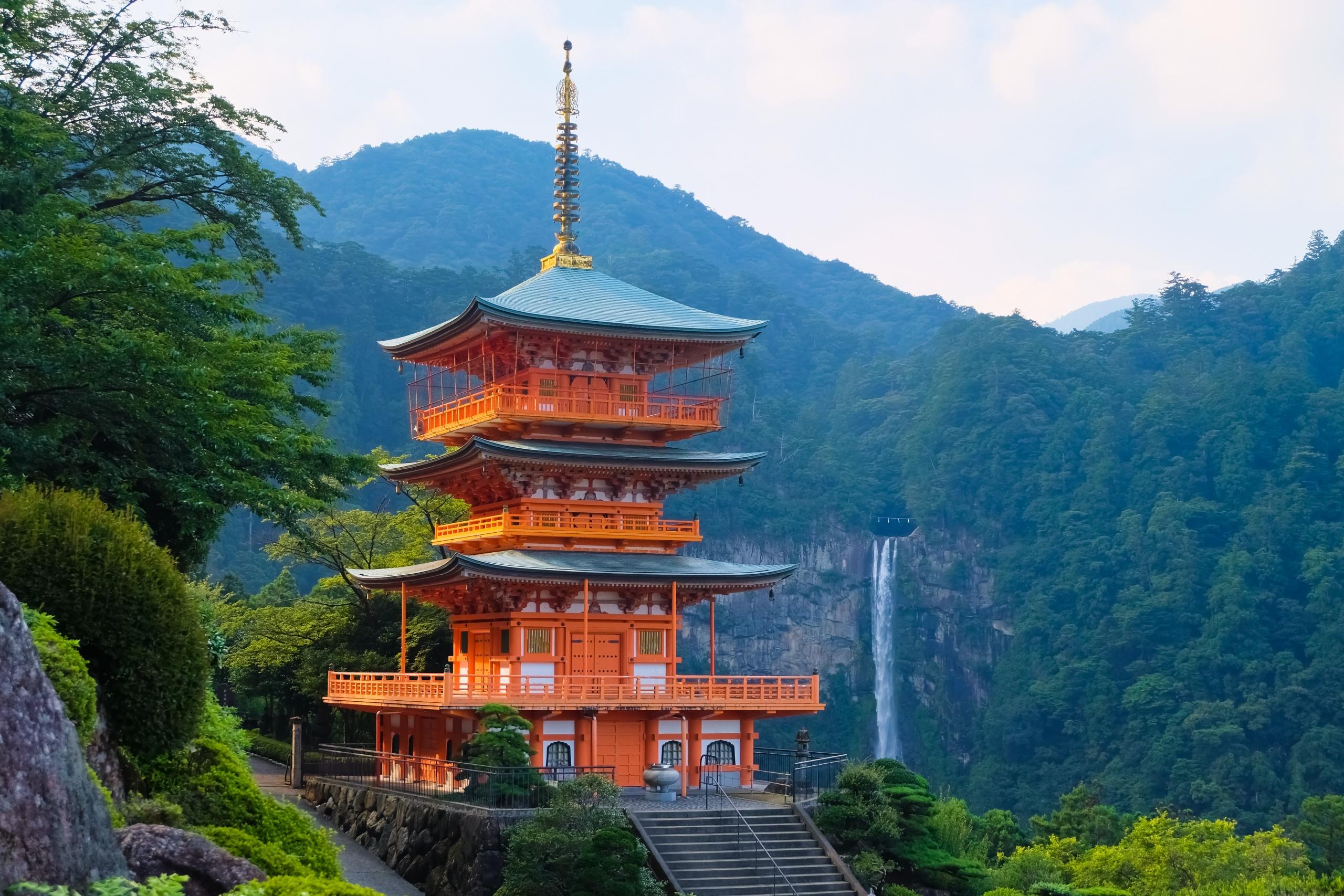 和歌山 熊野那智大社 三重塔と那智の滝